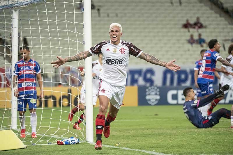 Pedro festeja gol na vitória do Flamengo (Foto: Alexandre Vidal/CRF)
